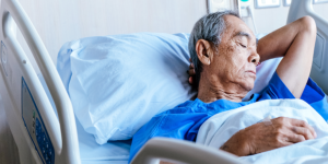 Implementation-or-education-man-in-hospital-bed